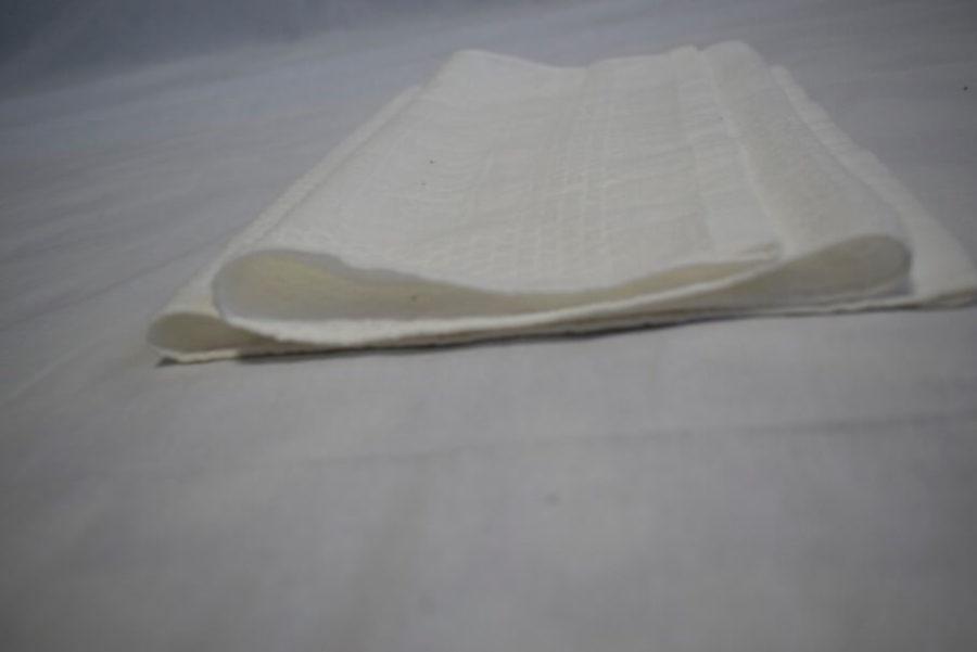 横から見るタオルを折幅に差を付けて、蛇腹(ジャバラ)に畳む