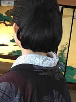 羽織紐は、帯の上線から帯締めの間