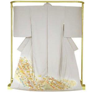 色留袖は、訪問着より格上の第一礼装にもなる着物