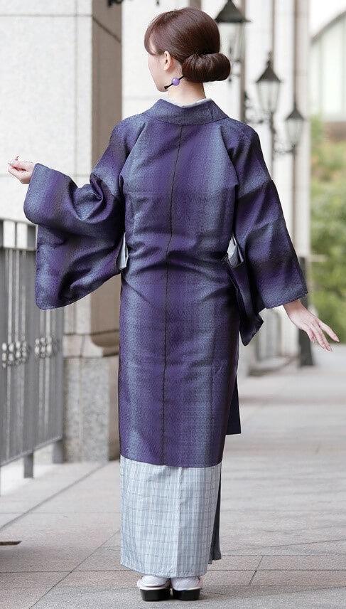 結城紬など織の着物、羽織、コート類など羽織る