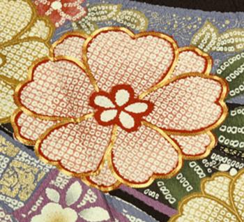 京友禅金加工(箔置き)や刺繍や絞り