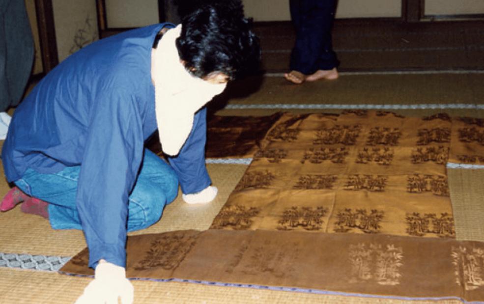 京都の広隆寺に保管されていた代々の黄櫨染