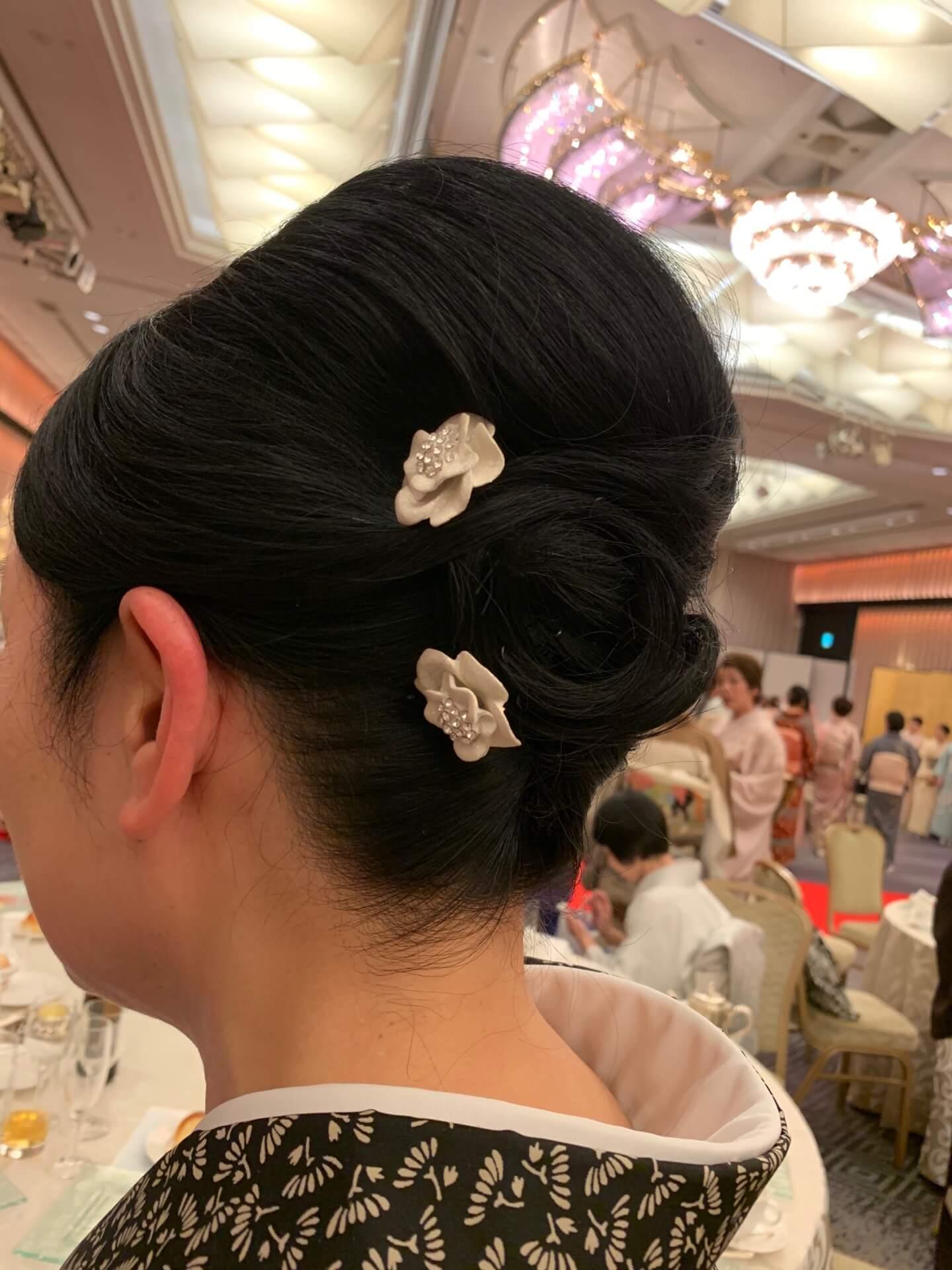 お花のかんざしの髪型