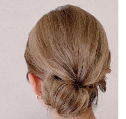 低めの位置のお団子入学式母親着物髪型