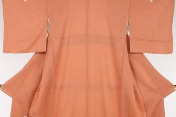 【着物の紋の種類と入れ方と意味】格の違いで入れる位置や技法も変わる!